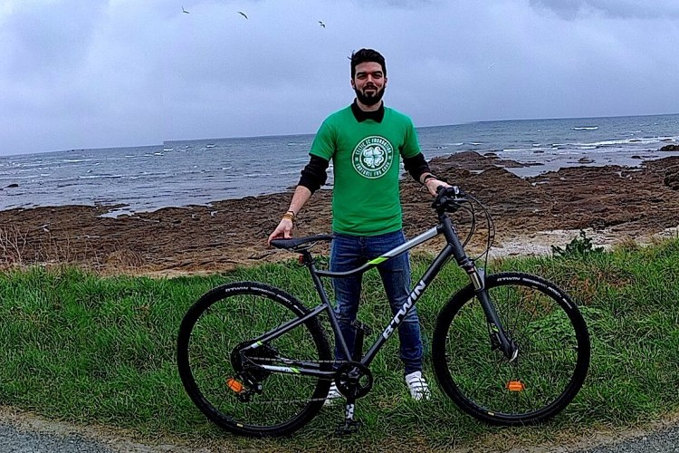 French fan cycling from Brittany to Paradise for Foundation